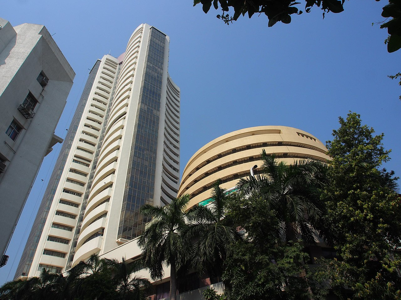Definition & difference between BSE and NSE trading